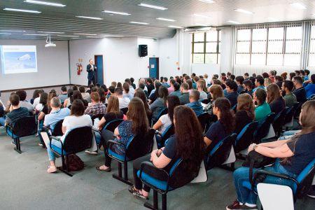 Ricardo Felizzola ministra palestra sobre inovação aos colaboradores